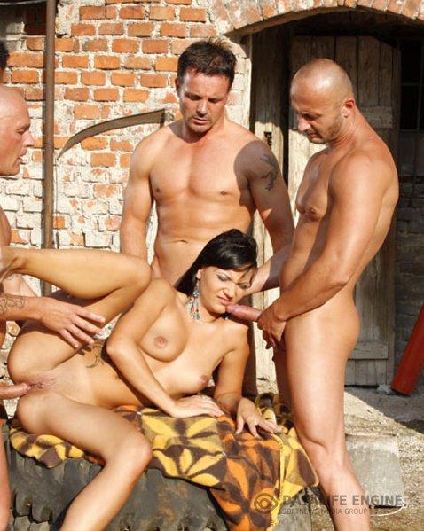 две проститутки и много мужиков порно