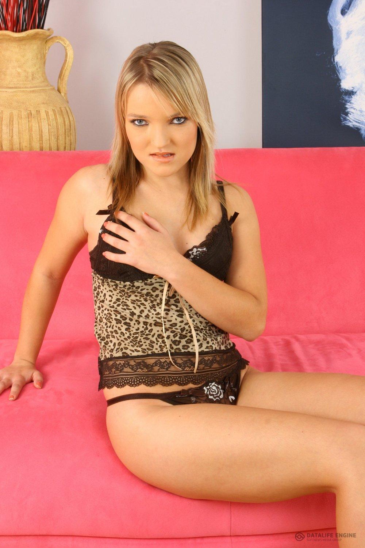 Фото сисек ног блондинок, российская общага сексуальная жизнь фото порно