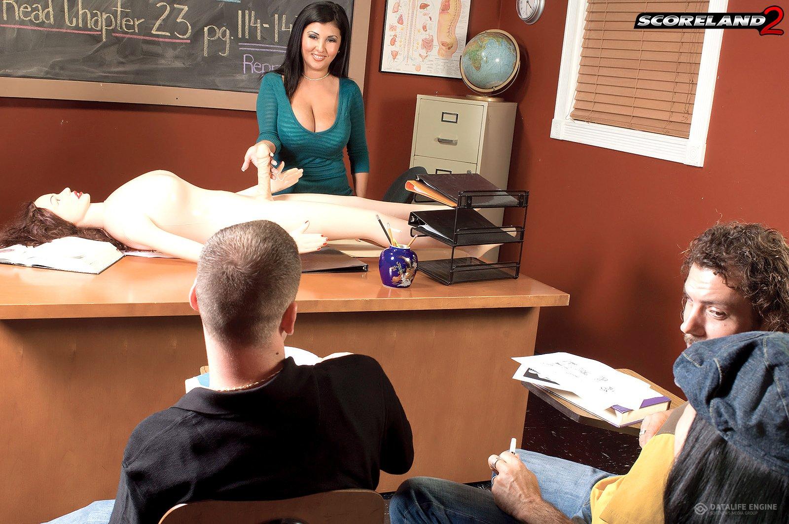 Училка показывает ученику как трахатся