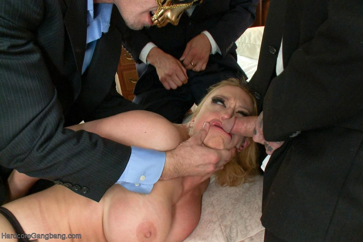 Порно жестокое фото наподение