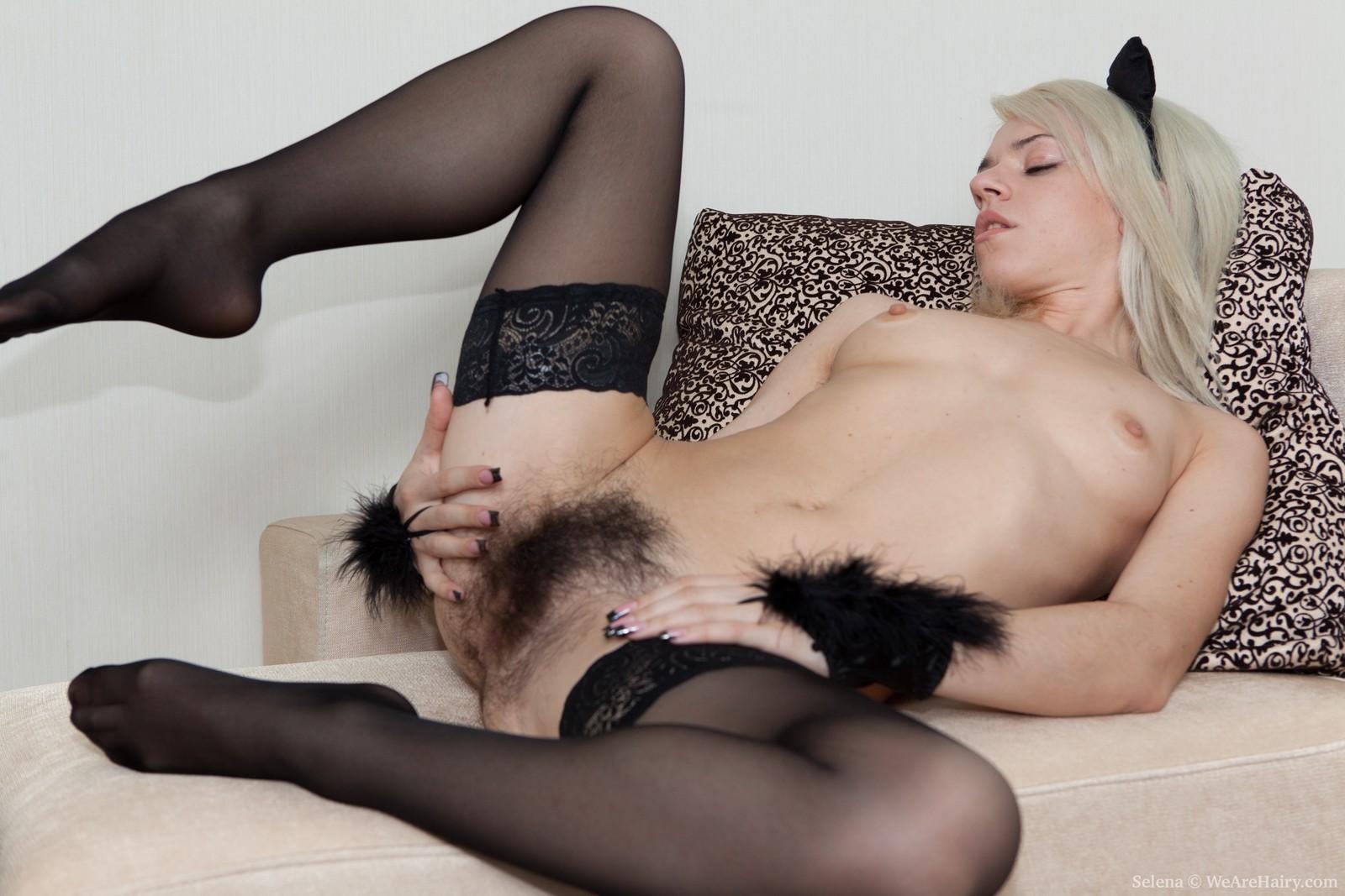 porno-volosatih-blondinok-v-chulkah