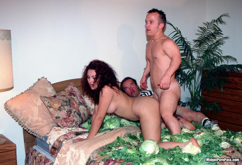Порно Карликов Жена И Муж