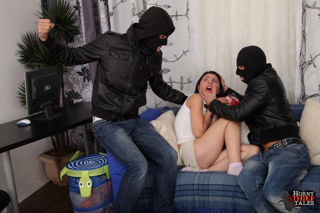 Онлайн заявился грабитель порно