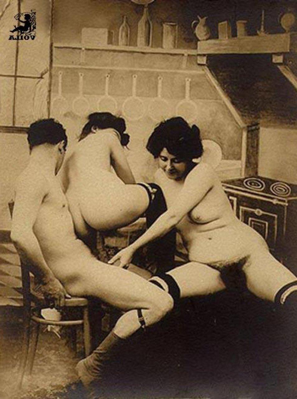 Посмотреть групповое ретро порно — pic 2