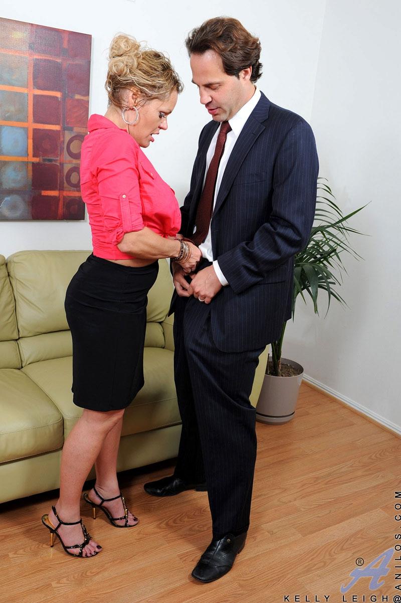 Порнуха красивых секретарша ебется жопу #1
