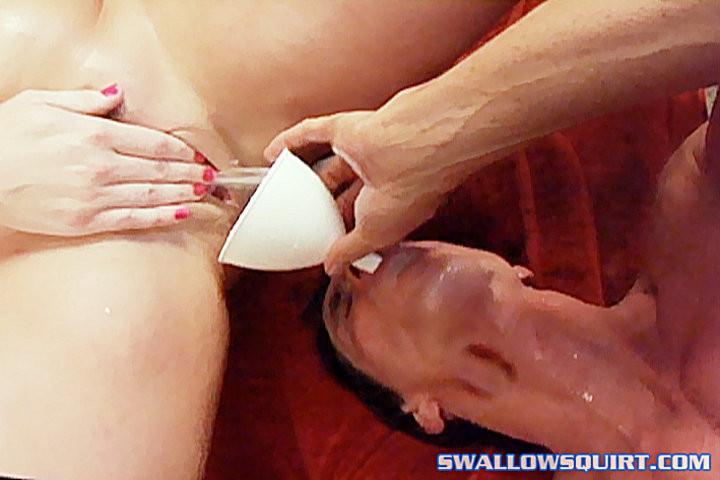 Порно пить мочу от госпожи через воронку