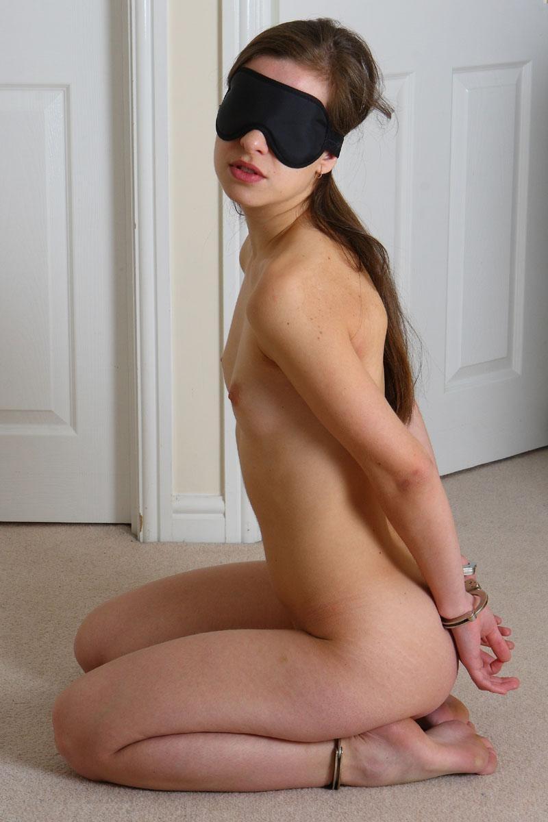 Секс садо в наручниках