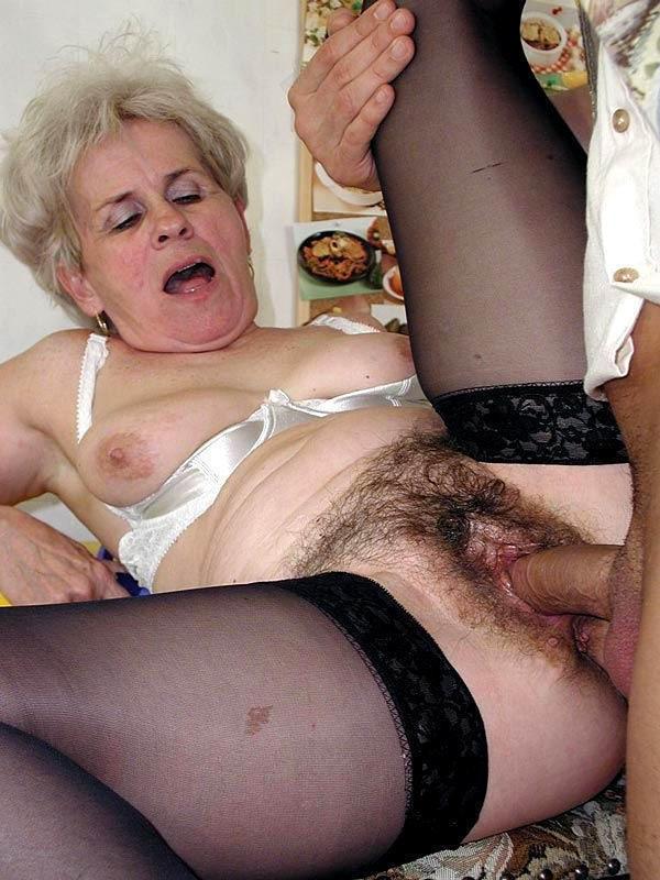 была частично секс со старой волосатой бабой просто самого начала