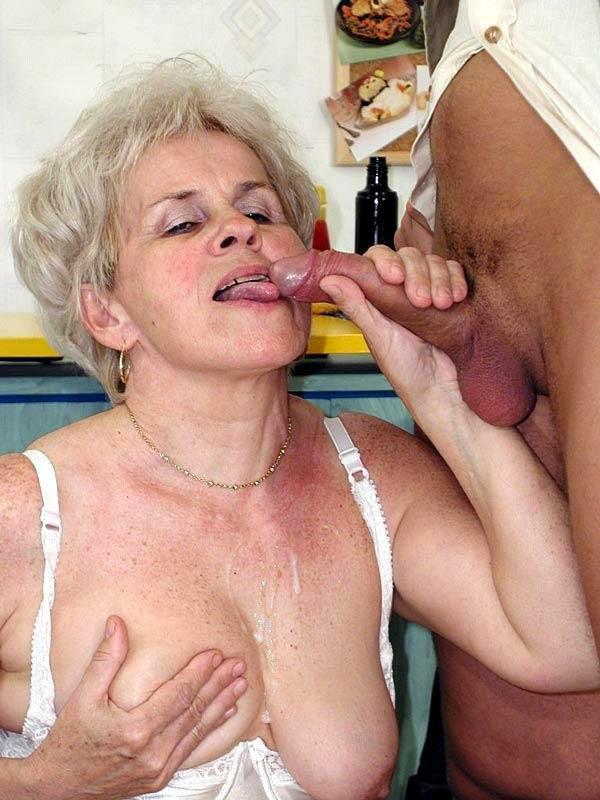 Женщина ебется с волосатой пиздой — img 4