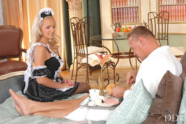 Девчонка секс служанка смотреть