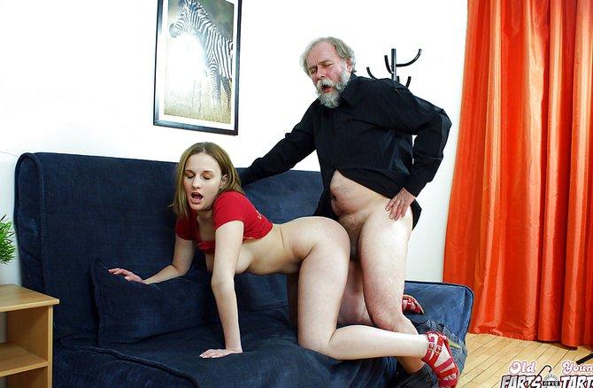 Старик трахает молодую девушку смотреть в онлайне