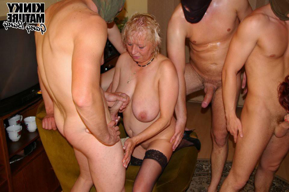 видео с бабулями любительский секс