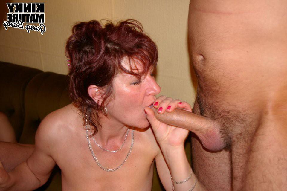 Фото секс старухи берут в рот