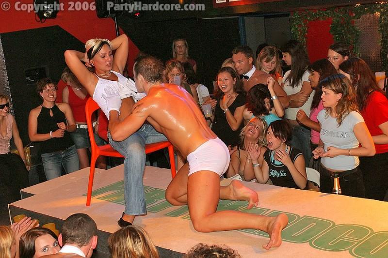 Красивые девушки на порно вечеринке