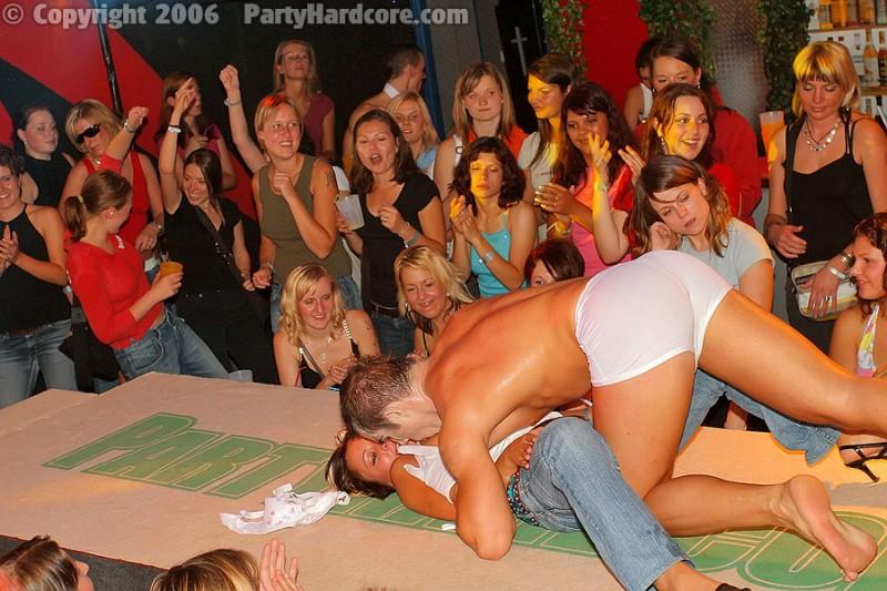Порно на публике вечеринка