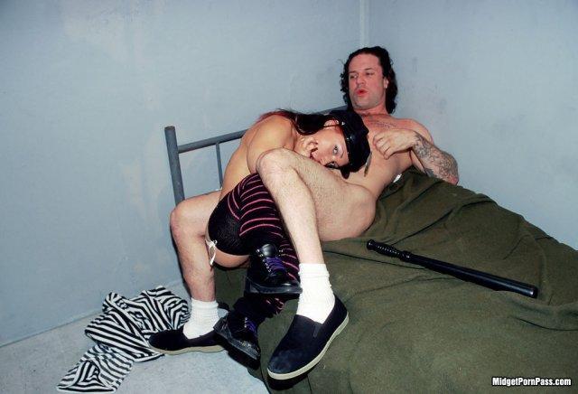 Порнофотографии карлики
